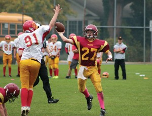 Bantam Bulldogs quarterback Carson Maertz leads his team on a late drive against Vancouver.— Image Credit: Kevin Rothbauer/Citizen