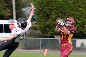 Evan Kwasny catches a long pass during the midget Cowichan Bulldogs' scrimmage with the Pemberton Grizzlies at McAdam Park last Sunday. (Kevin Rothbauer/Citizen)